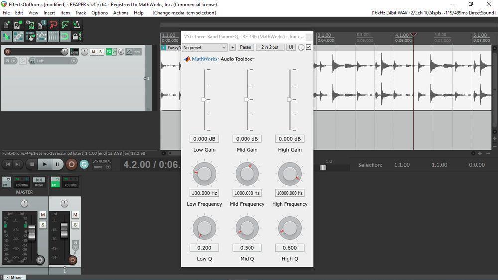 Interfaz de usuario de un complemento de audio generado con MATLAB, tal y como se ve mientras se utiliza dentro de REAPER, una conocida estación de trabajo de audio digital. La interfaz de usuario incluye varios controles deslizantes y perillas en una cuadrícula de 3 por 3.