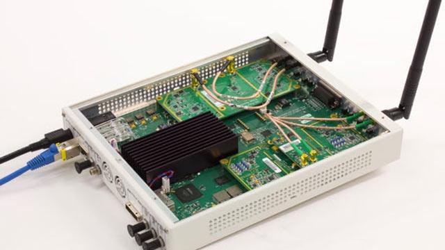 SDR USRP® utilizado para recibir tramas de beacons OFDM 802.11.